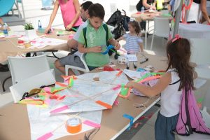 children-creating-kites-at-frost-science