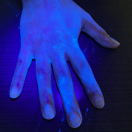 Glo Germ is still visible on hand after 5 to 7 seconds of washing.